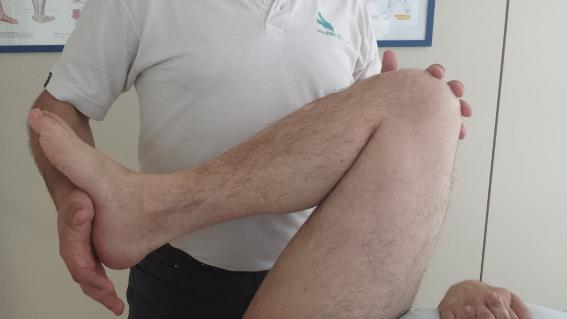 La fisioterapia diaria es fundamental para la recuperación después de un implante de cadera.