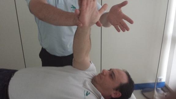 Rehabilitación tras una operación de prótesis de hombro
